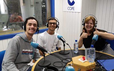Laura Brito, junto a los alumnos Adasat Santana y Gabriel Meneses, en 'La Tarde' COPE